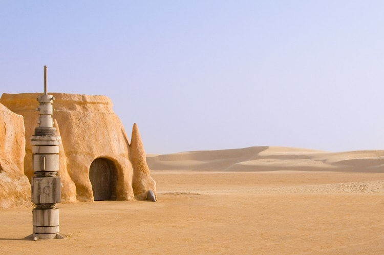 Abandoned Tataouine set for the shooting of the movie Star Wars in the Sahara desert on a background of sand dunes. Used in this blog post as an analogy for financial success.